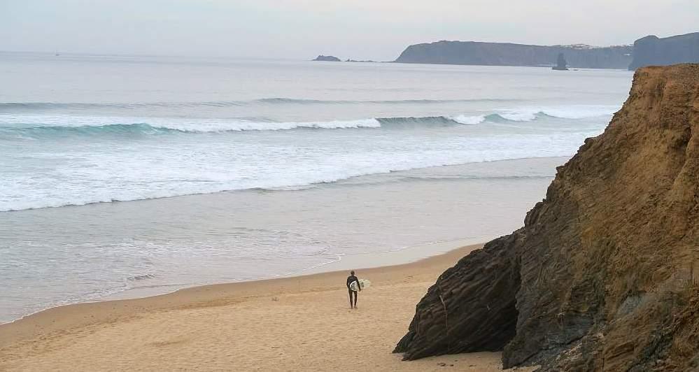 Surfen in der Algarve: Surfer in Vale Figueiras