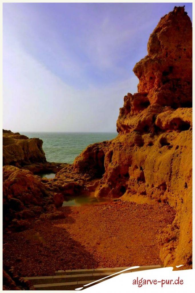 Sehenswürdigkeiten der Algarve in Portugal: Felsformation Algar Seco