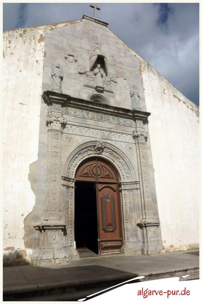 Die prachtvolle Kirche Igreja da Misericórdia ist einer der schönsten Renaissancebauten der Algarve. Wir zeigen sie dir und geben noch ein paar Tipps für deinen Urlaub in Tavira dazu. Klick mal wieder rein!