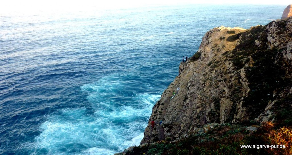 Klippenangeln am Cabo de Sao Vicente, Algarve, Portugal
