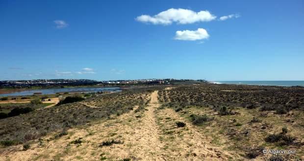 Praia Armacao de Pera: Blick auf die Lagune Lagoa dos Salgardos