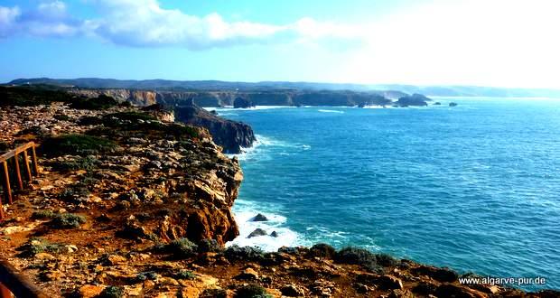 Die Steilküste am Cabo Pontal, Algarve, Portugal